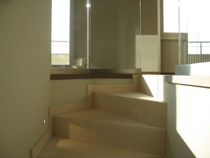 Progettazione interni appartamento due piani milano