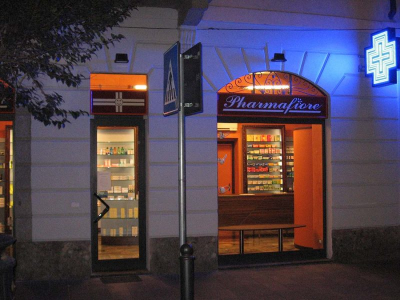 Parafarmacia monza studio d 39 interni e progettazione for Interior design agency milano